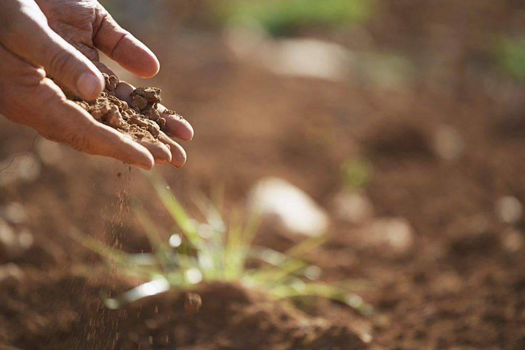 infiltração de produtos químicos no solo dano ambiental impermeabilização