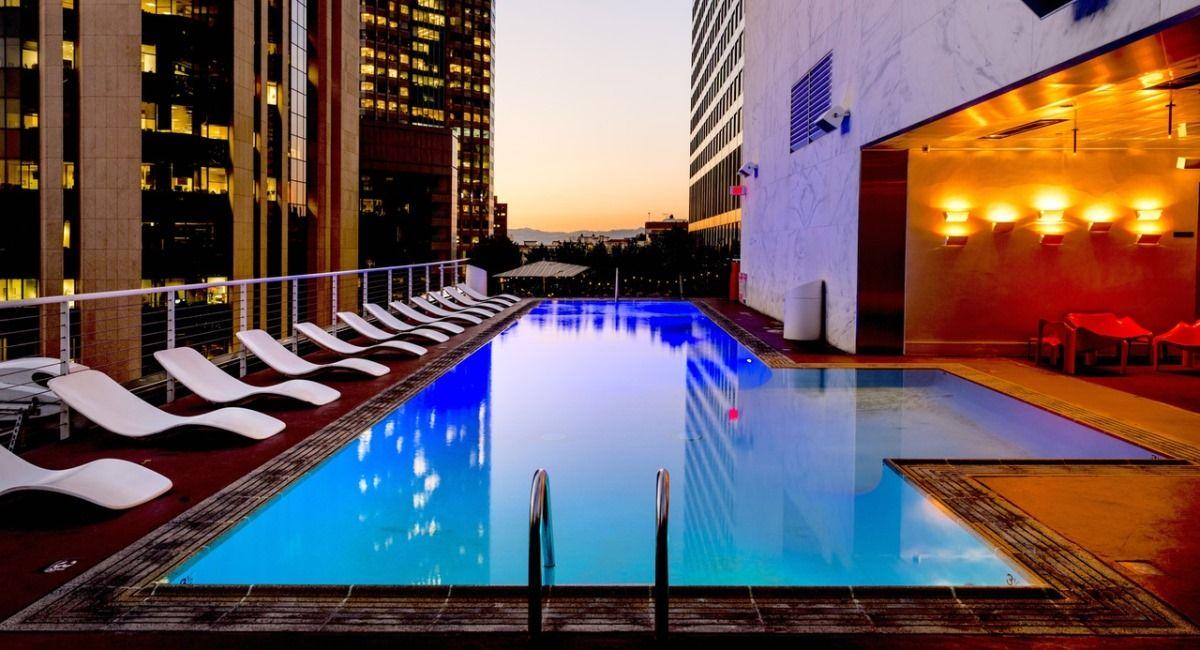 piscina de alvenaria no terraço de cobertura