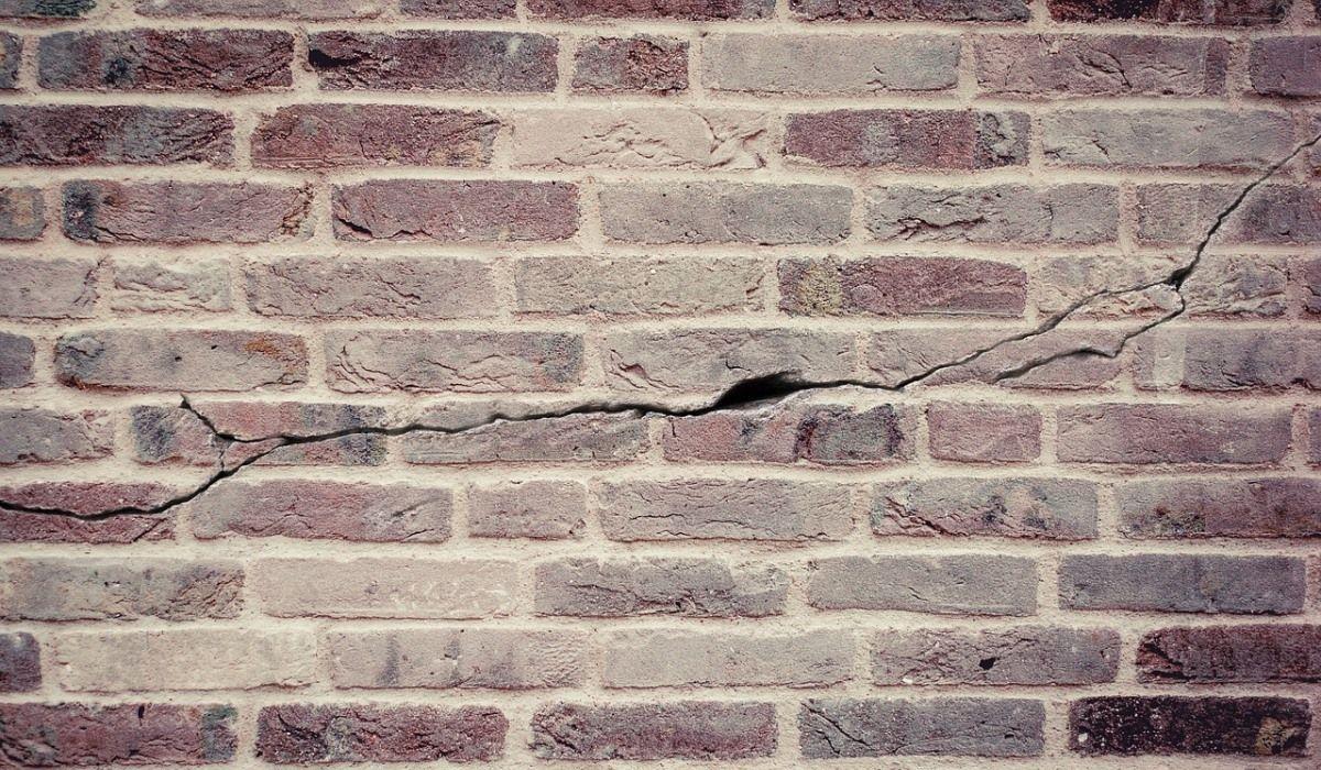 rachaduras no prédio fissuras recalque de fundação