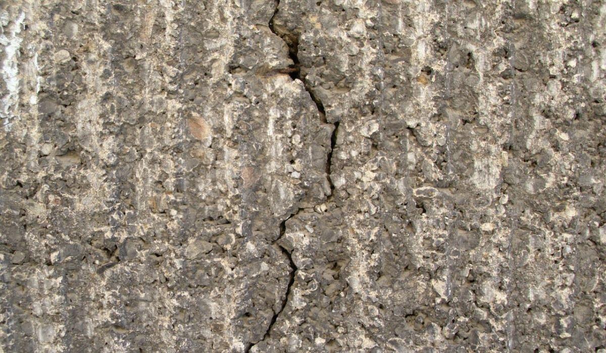 rachaduras no prédio fissuras variação térmica trincas