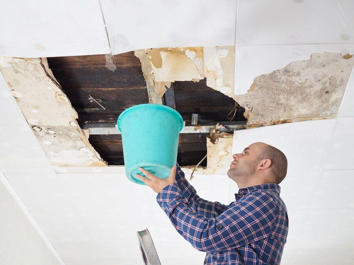 como resolver goteira no telhado vazando
